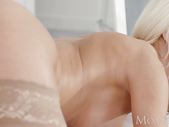 Mommy Youthful sapphic eats and gargles her Cougar