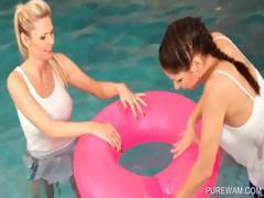 Sporty lesbians moisten in the pool